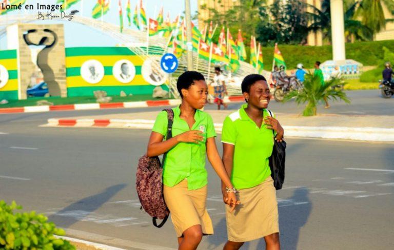 Education : élèves à Lomé allant à l'école