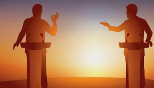 Simulation de débat télévisé.